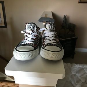 Converse shoes size 6M brand new